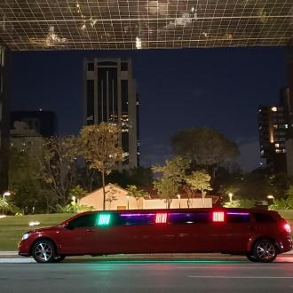 Limousine Dodge Journey Vermelha